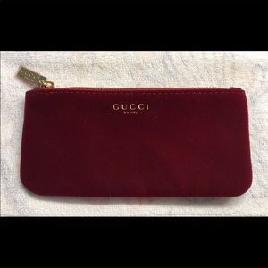 Small velvet Gucci bag from Gucci Perfumes